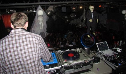 electro house subculture History origins (late 1990s and early 2000s) the scene subculture began in united which as the name implies is usually performed to electro house, electro.